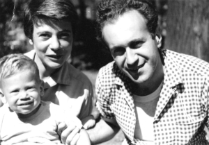 Sonja Samson mit ihrem Mann Cyrus Saxonberg und Sohn Steven