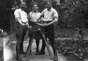 Handwerklich geschickt, v.l.: Benjamin Samson, Berni Wallheimer und Josef Wallheimer.
