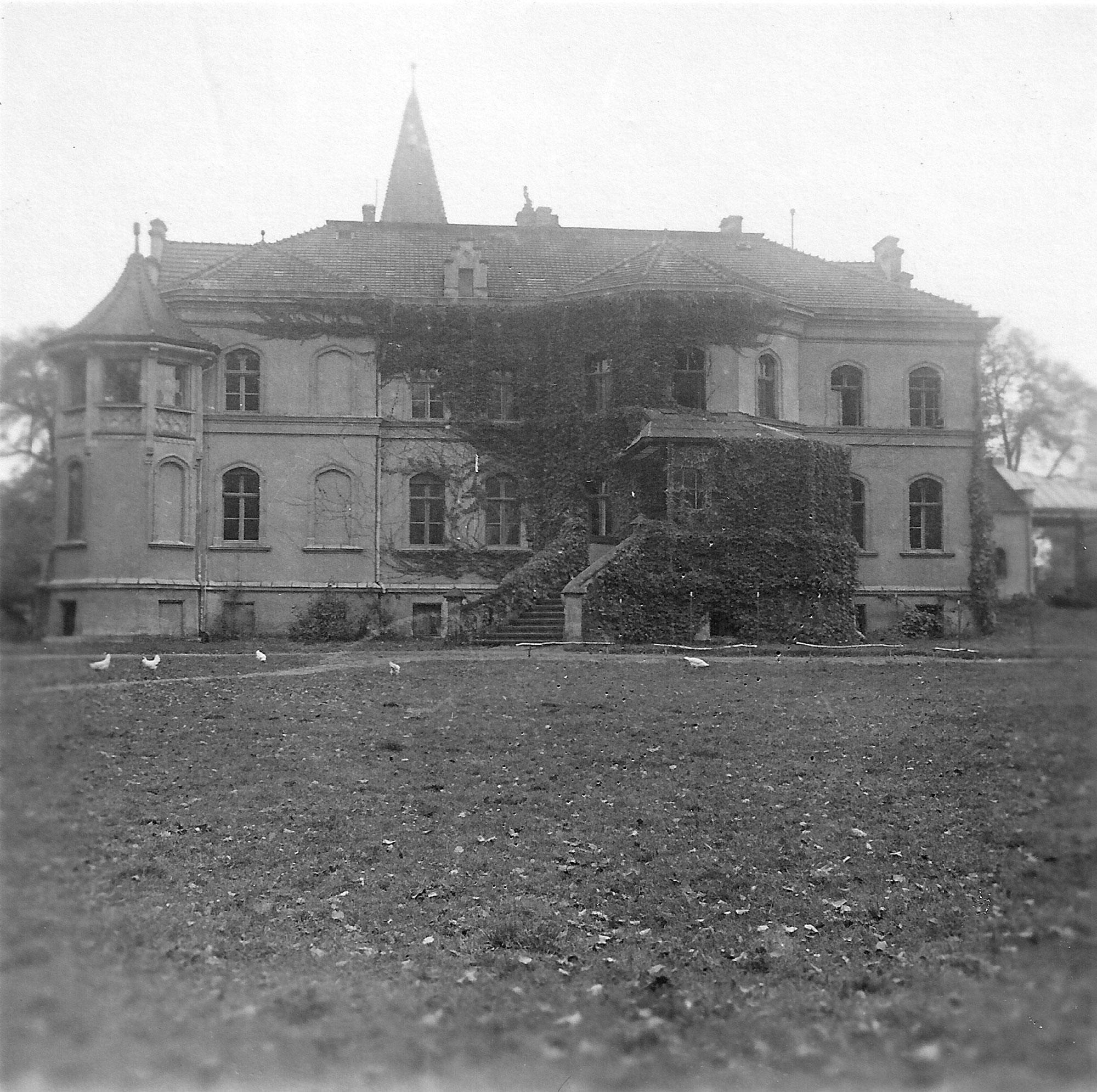Auf dem schlesische Gutshof in Groß Breesen wurden jüdische Jugendliche landwirtschaftlich geschult und auf die Auswanderung vorbereitet