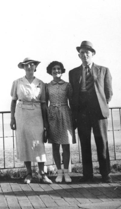 Etwa 1935 Henny, Lore und Hermann Hartog