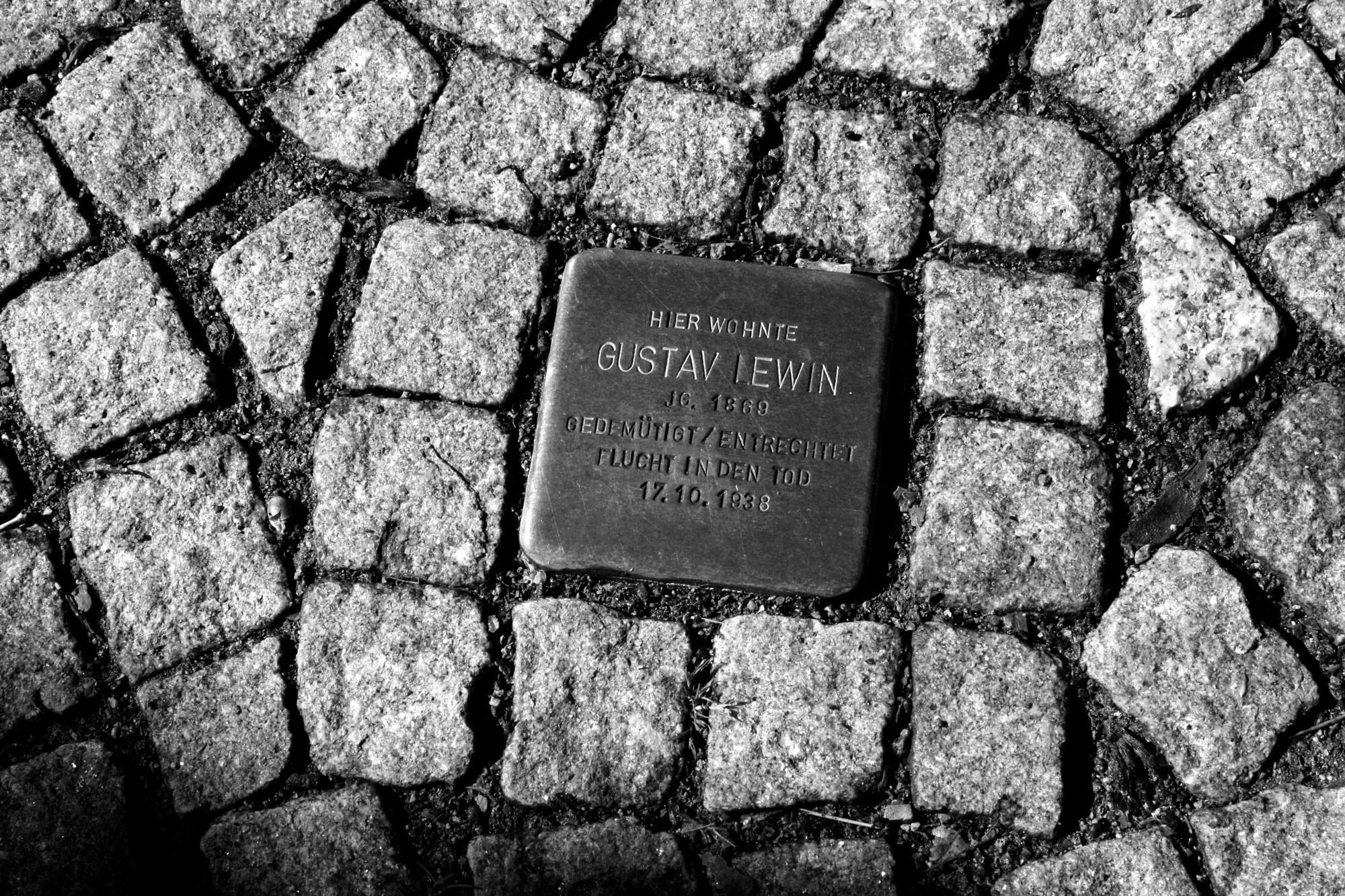 Stolperstein von Gustav Lewin
