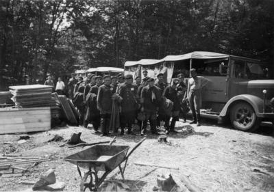 Ankunft der ersten 149 Schutzhaftgefangenen im KZ Buchenwald auf dem Ettersberg, aufgenommen am 15. Juli 1937