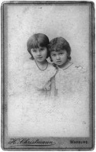 Wally und Katarina Goldschmidt als 40 Kinder