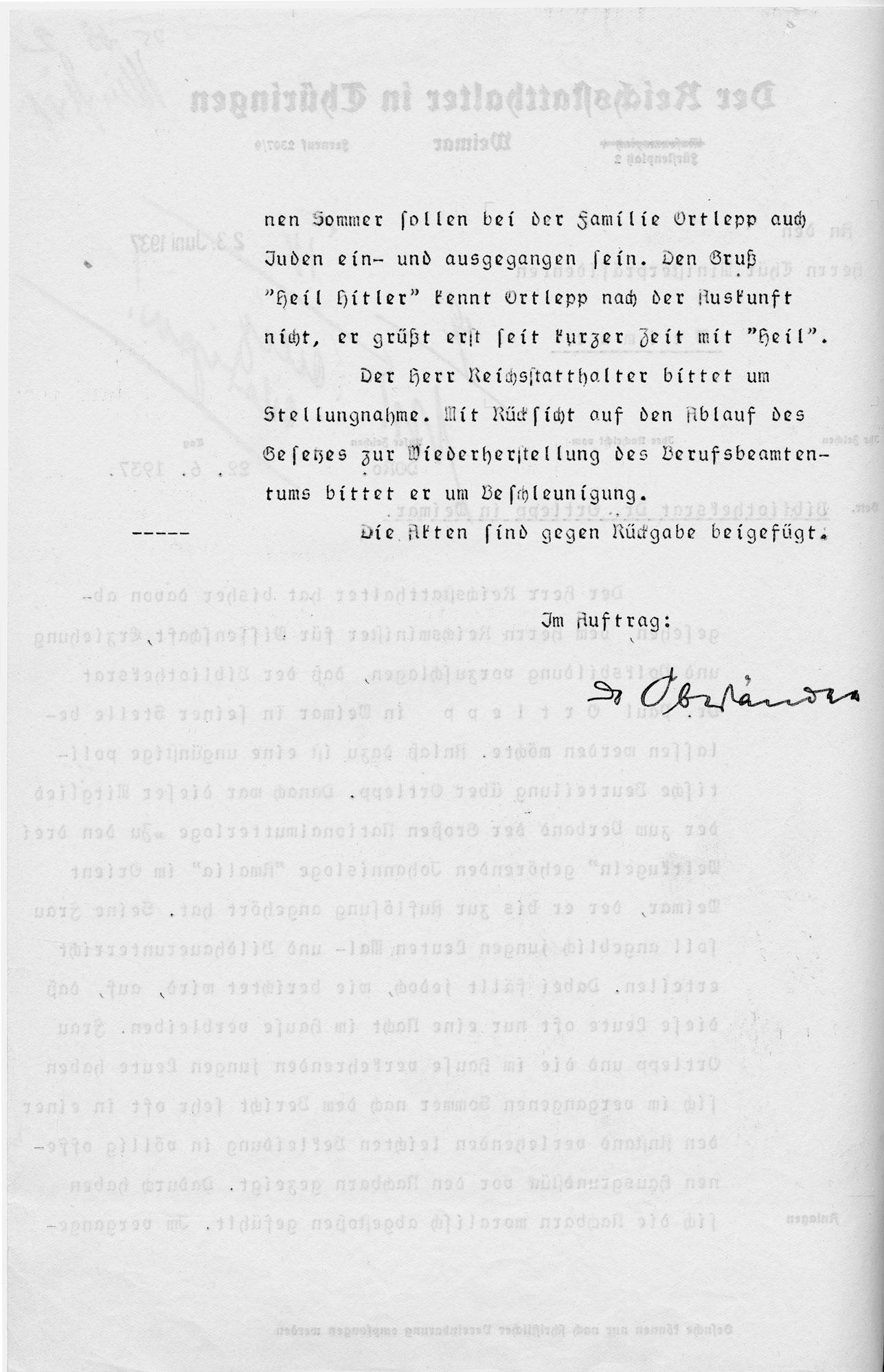 In einem Schreiben des thüringischen Reichsstatthalters an den thüringischen Ministerpräsidenten vom 22.6.1937 wird der Bibliotheksrat Dr. Ortlepp und seine Familie denunziatorisch beschuldigt, in anstößiger Bekleidung in Haus und Hof gesehen worden zu sein. Außerdem würden im Hause Ortlepp Juden einund ausgehen.