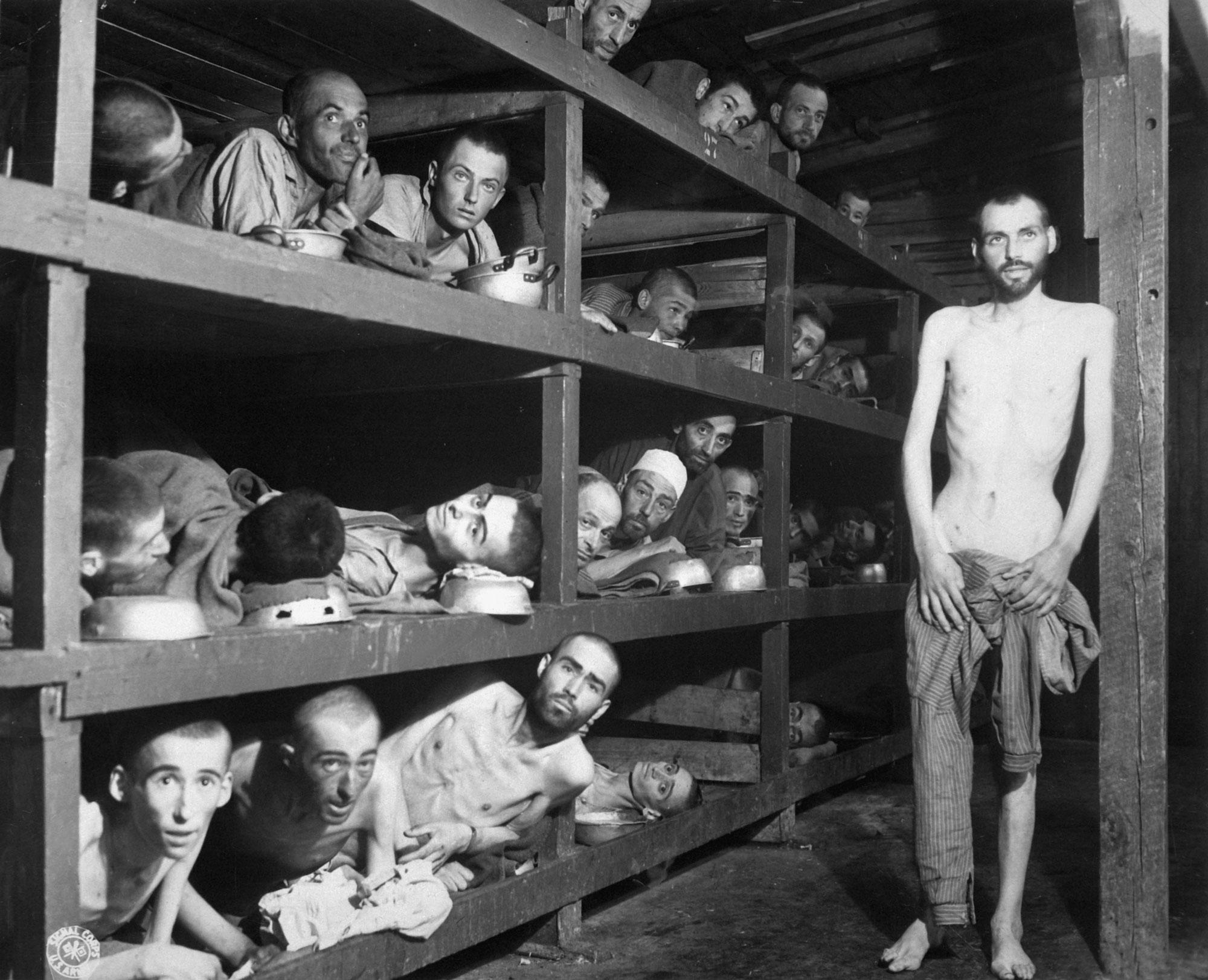 Häftlinge im KZ Buchenwald, fotografiert von einem Soldaten der U.S. Army bei der Befreiung des Lagers am 16. April 1945.